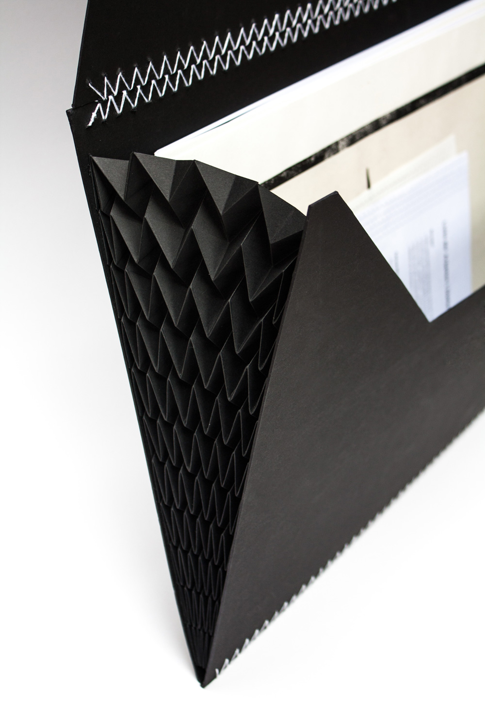 Application Folder In Black For Works In Size A3, Detail Of The Folding On The Side